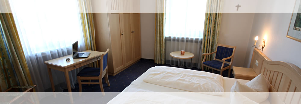 A look at one of the comfortable double rooms of the Hotel Roter Hahn